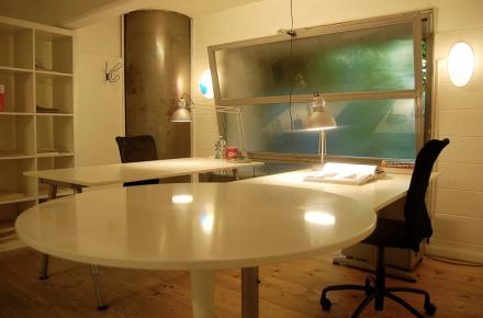 Ufficio per 2 + tavolo riunioni al coworking Cowo Milano/Lambrate